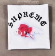 SUPREME x Sasquatch Fabrix Goldfish Tee シュプリーム 半袖 Tシャツ ホワイト、ブラック2色可選 男女兼用.