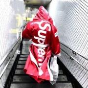 ボクシングのコート 赤い 紫外線を防ぐ メンズ ファション シュプリーム パーカー コピー サイズ感 定価 赤 コーデ